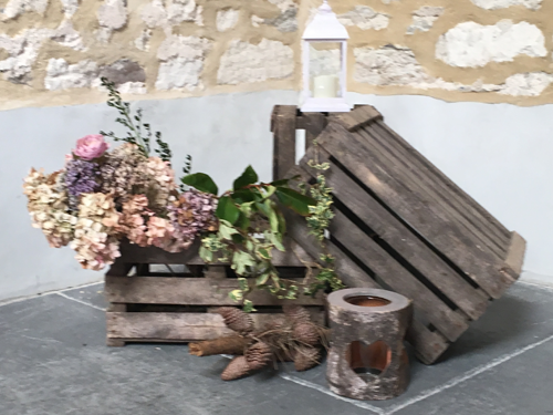 apple crate hire, vintage apple crates, wedding decorations, vintage marquee hire, vintage dorset wedding